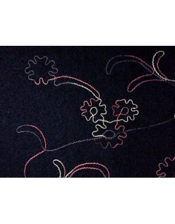 Tissu Laine Brodé fleurs blanc fond noir